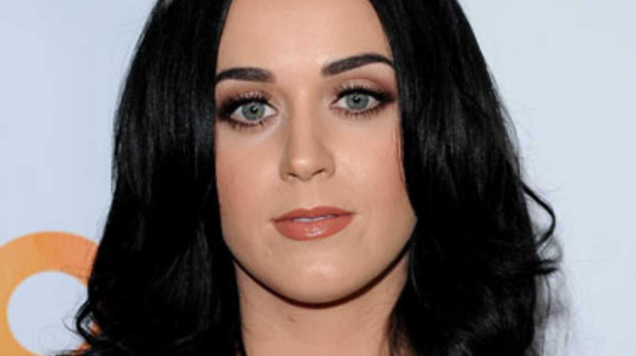 Katy Perry obligée de se cacher sous une table pour éviter son ex