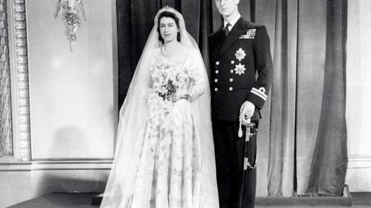 PHOTOS La reine Elizabeth II, à la mode malgré elle