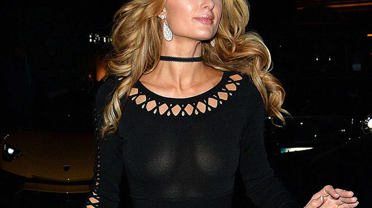 PHOTOS Trahie par les flashs, Paris Hilton dévoile sa poitrine