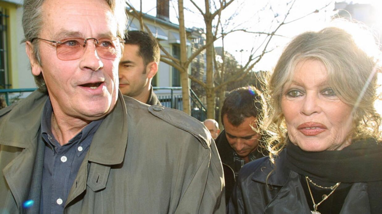 Brigitte Bardot «très inquiète» pour Alain Delon