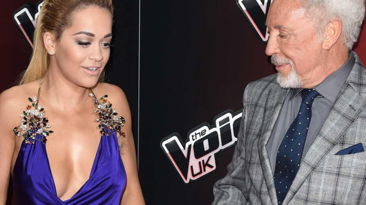 PHOTO Rita Ora a beaucoup de mal à dompter son décolleté pour le lancement de The Voice U.K.