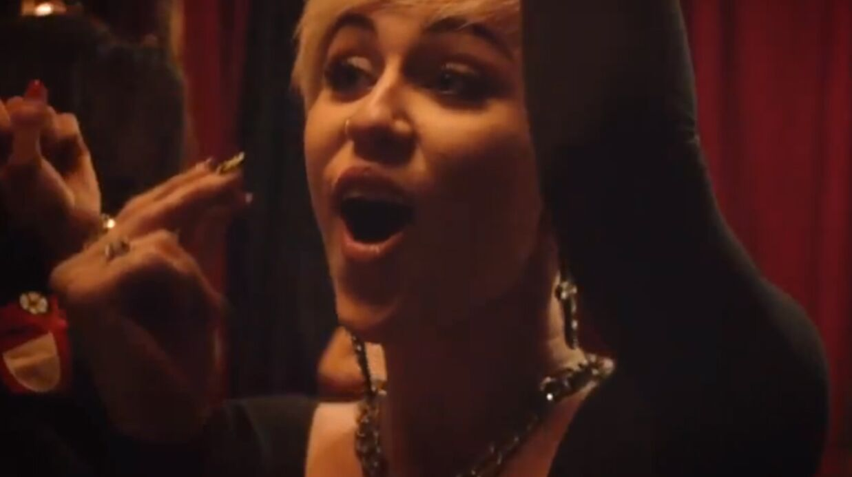 Miley Cyrus: un million de dollars pour un porno lesbien