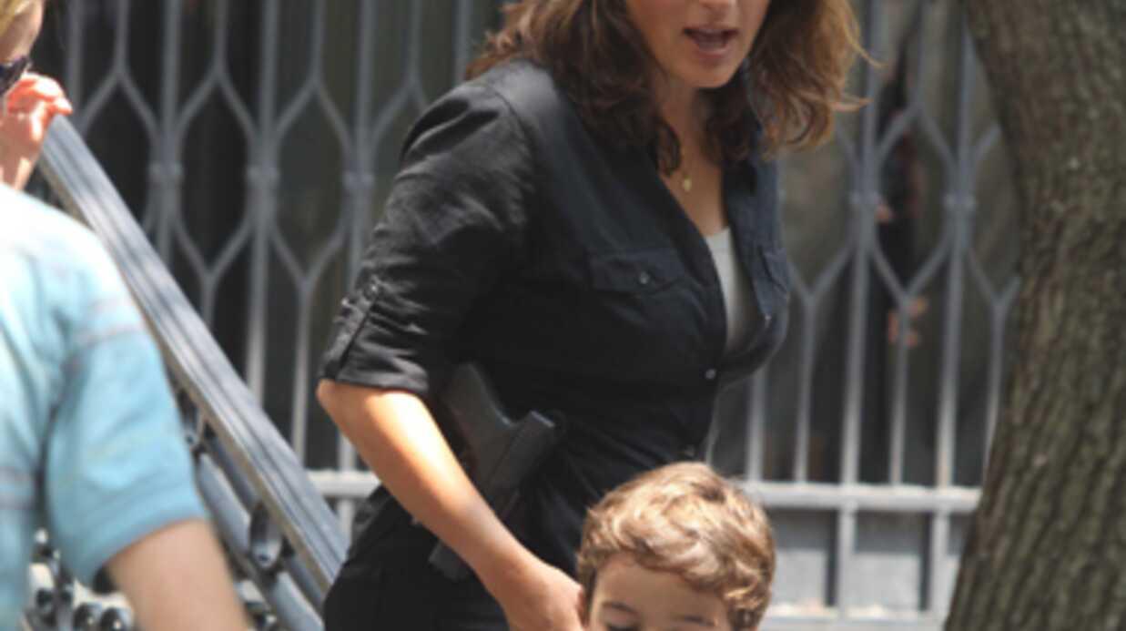 PHOTO Mariska Hargitay à Disneyland Paris avec son fils