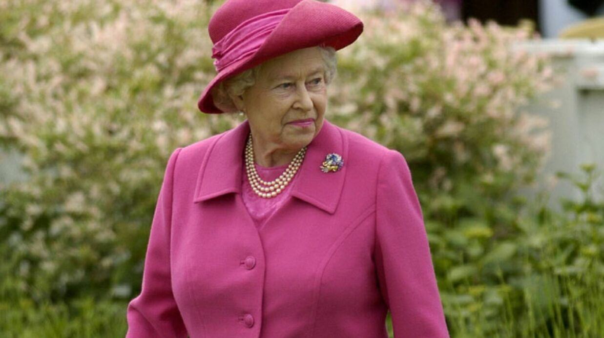 PHOTOS Elizabeth II, 60 ans de règne en 20 tenues