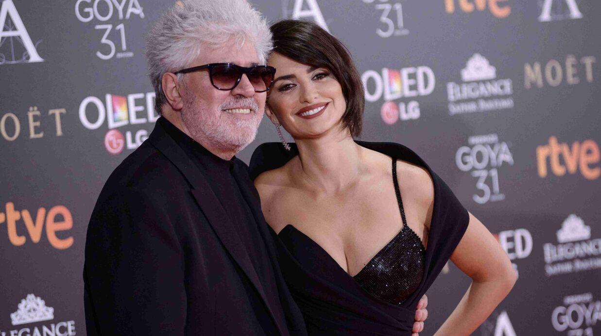 PHOTOS Penélope Cruz ultra sexy dans une robe décolletée ET fendue aux Goya Awards