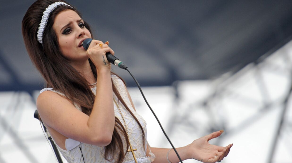 Lana Del Rey sexy sous la pluie des Eurockéennes