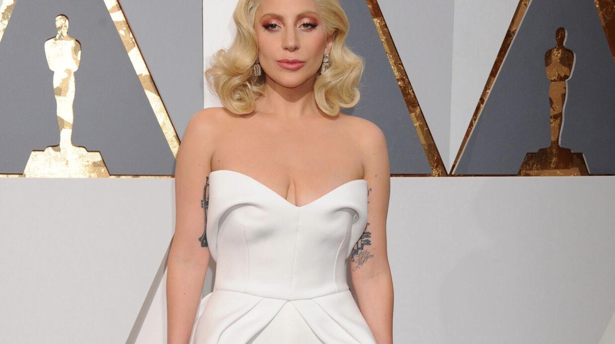 Lady Gaga se fait tatouer en souvenir des Oscars