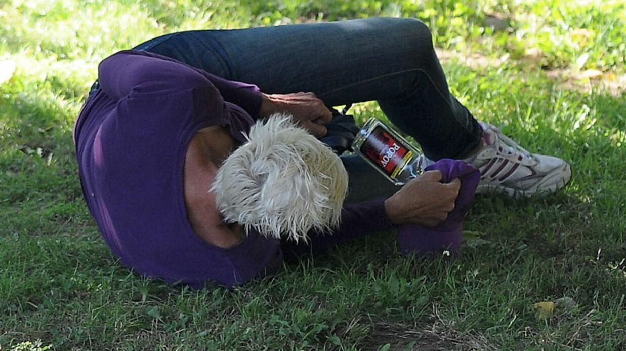 PHOTOS Brigitte Nielsen, l'ex de Stallone, complètement ivre dans un parc