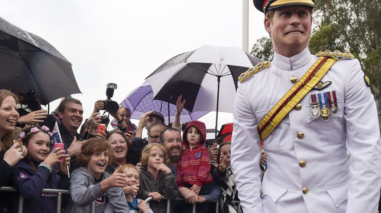 En pleine visite officielle, le coup de gueule du prince Harry contre les selfies