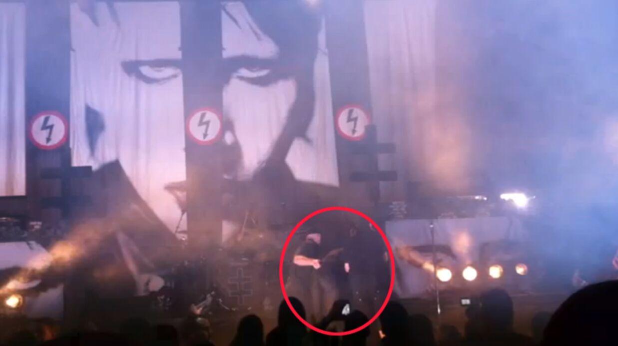 VIDEO Marilyn Manson s'écroule en plein concert