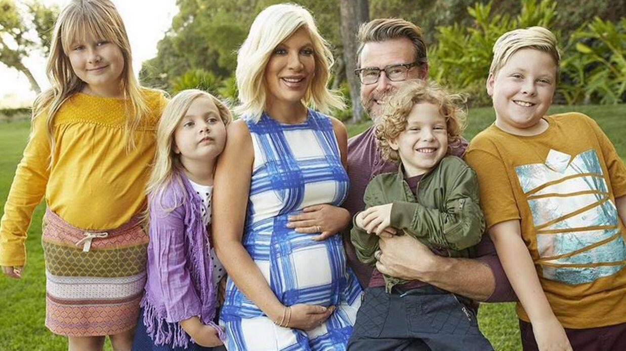 Tori Spelling affiche son spectaculaire baby bump lors du Super Bowl
