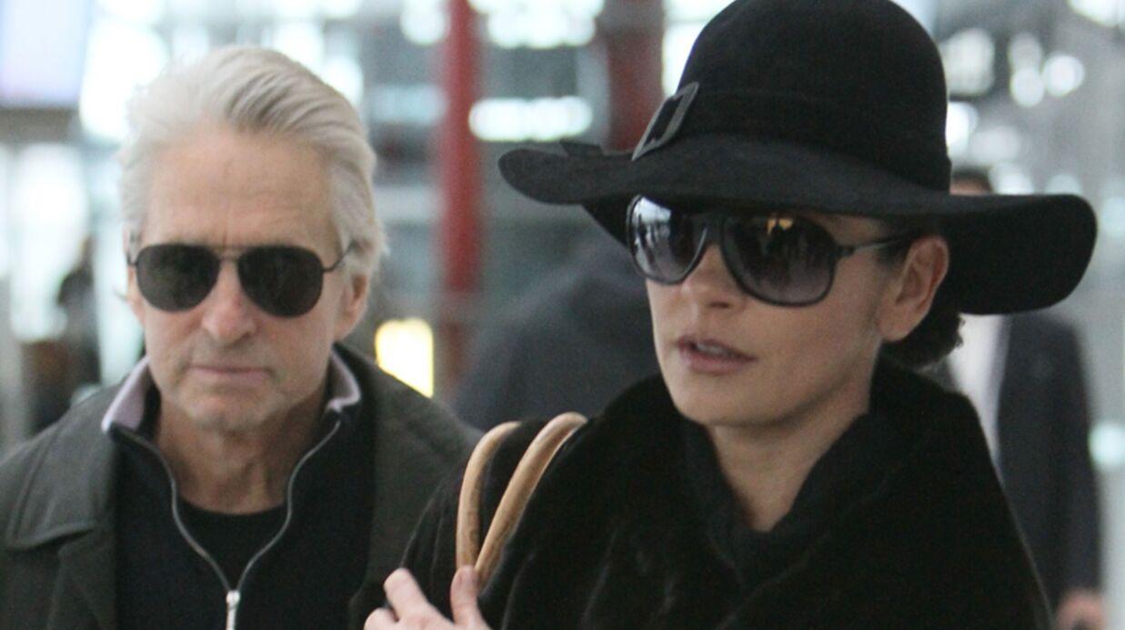 Michael Douglas porte les sous-vêtements de Catherine Zeta-Jones