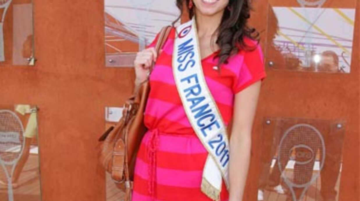 Laury Thilleman: de nouvelles photos d'elle nue postées sur Internet
