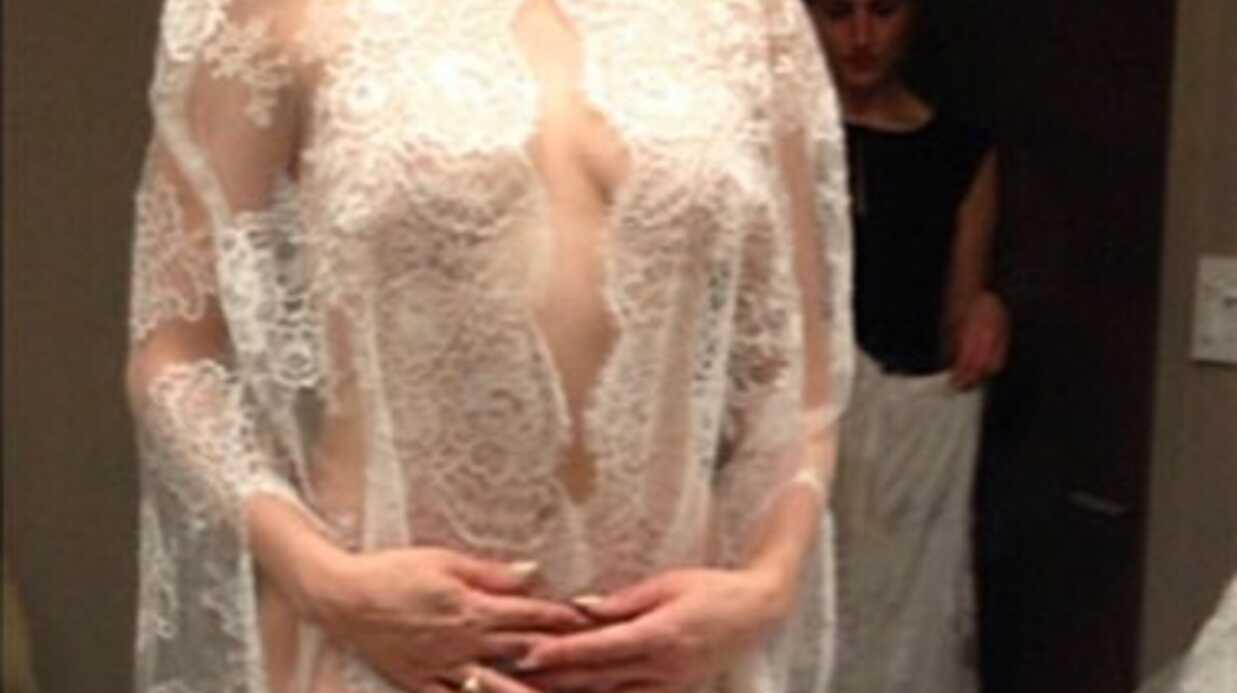 PHOTO L'incroyable (et indécente) robe de mariée de Rose McGowan