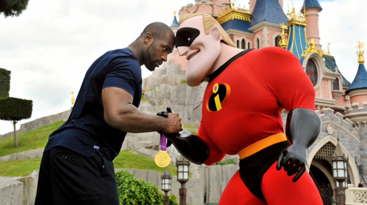 PHOTOS Teddy Riner de passage à Disney­land avec sa famille