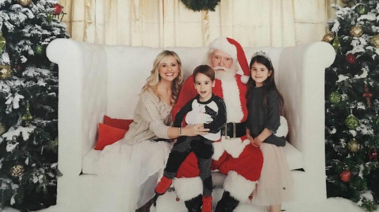 PHOTO L'adorable portrait de famille de Sarah Michelle Gellar (Buffy contre les vampires) et ses enfants avec le Père Noël