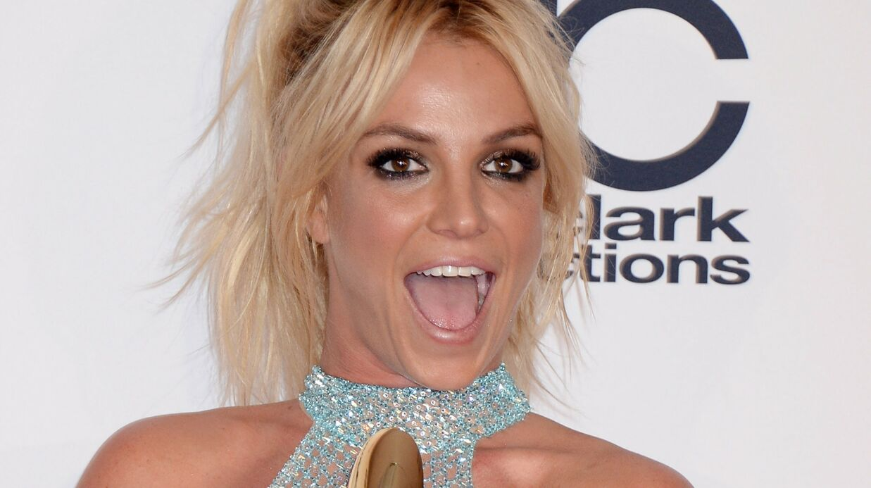 VIDEO Brit­ney Spears publie un montage très kitch de selfies sur Insta­gram