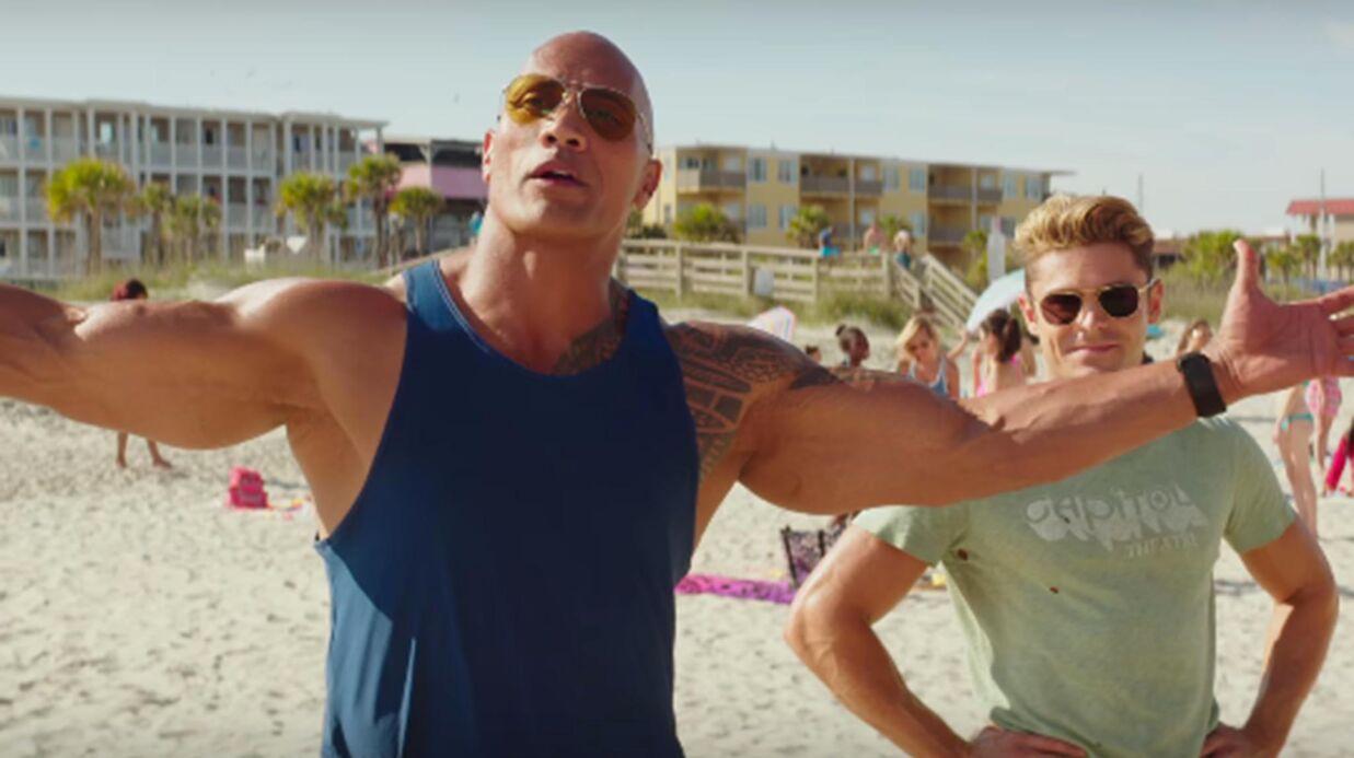 VIDEO Alerte à Malibu: Zac Efron et The Rock dévoilent leurs muscles dans la bande-annonce