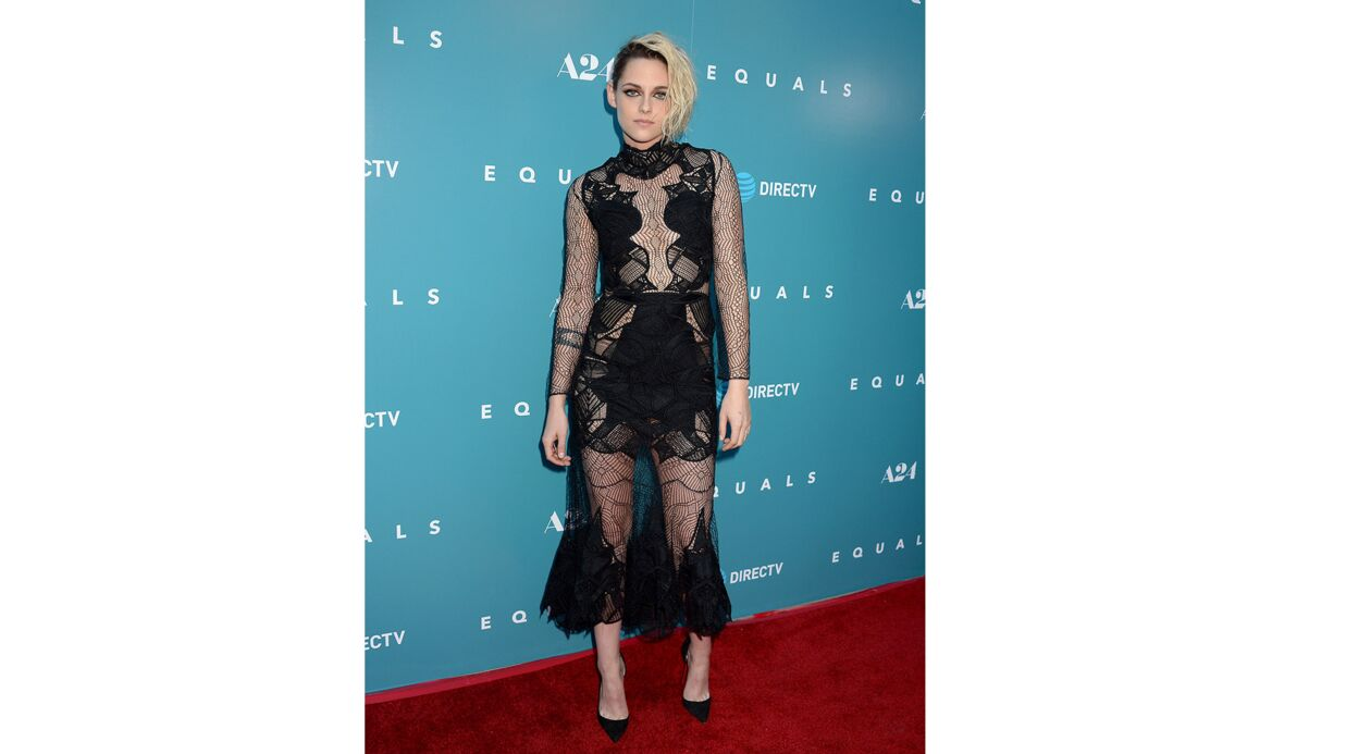 PHOTOS Kristen Stewart en robe transparente olé olé pour son dernier film