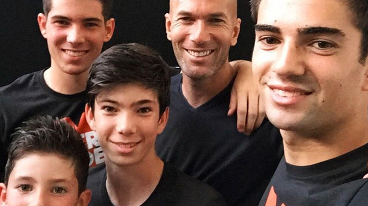 PHOTO Zinédine Zidane pose pour un selfie avec ses quatre fils
