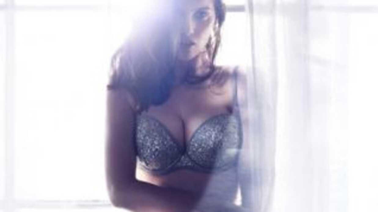 PHOTOS Laetitia Casta très hot en sous-vêtements