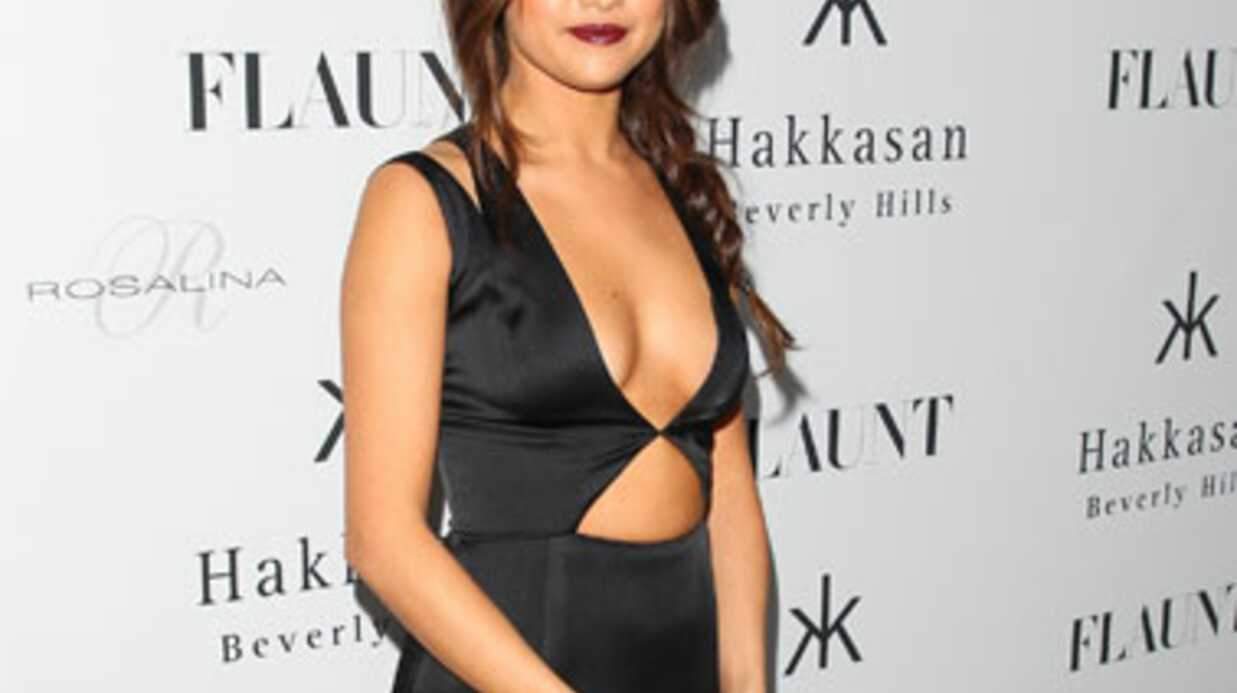 Selena Gomez ose le décolleté ultra sexy