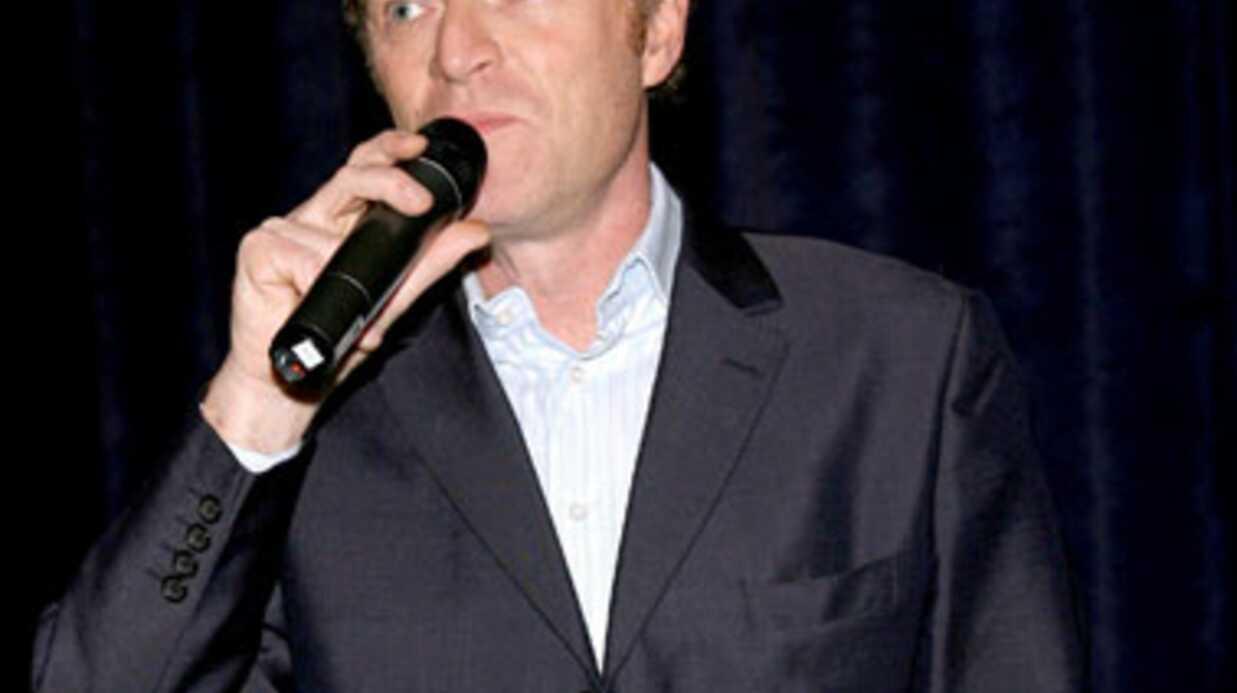 VIDEO Christophe Hondelatte s'offre un solo dans un karaoké