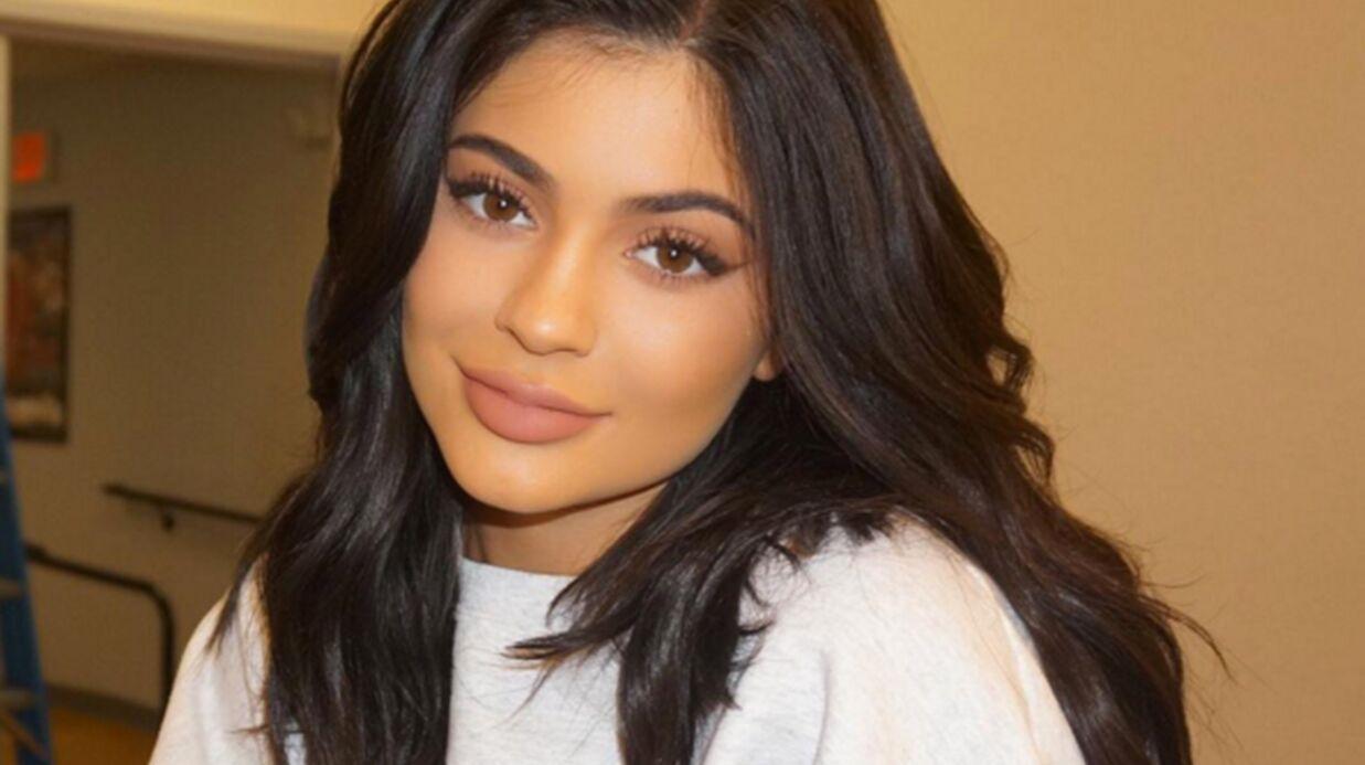 Kylie Jenner donne 100 dollars à des enfants de son quartier pour deux verres de (fausse) limonade