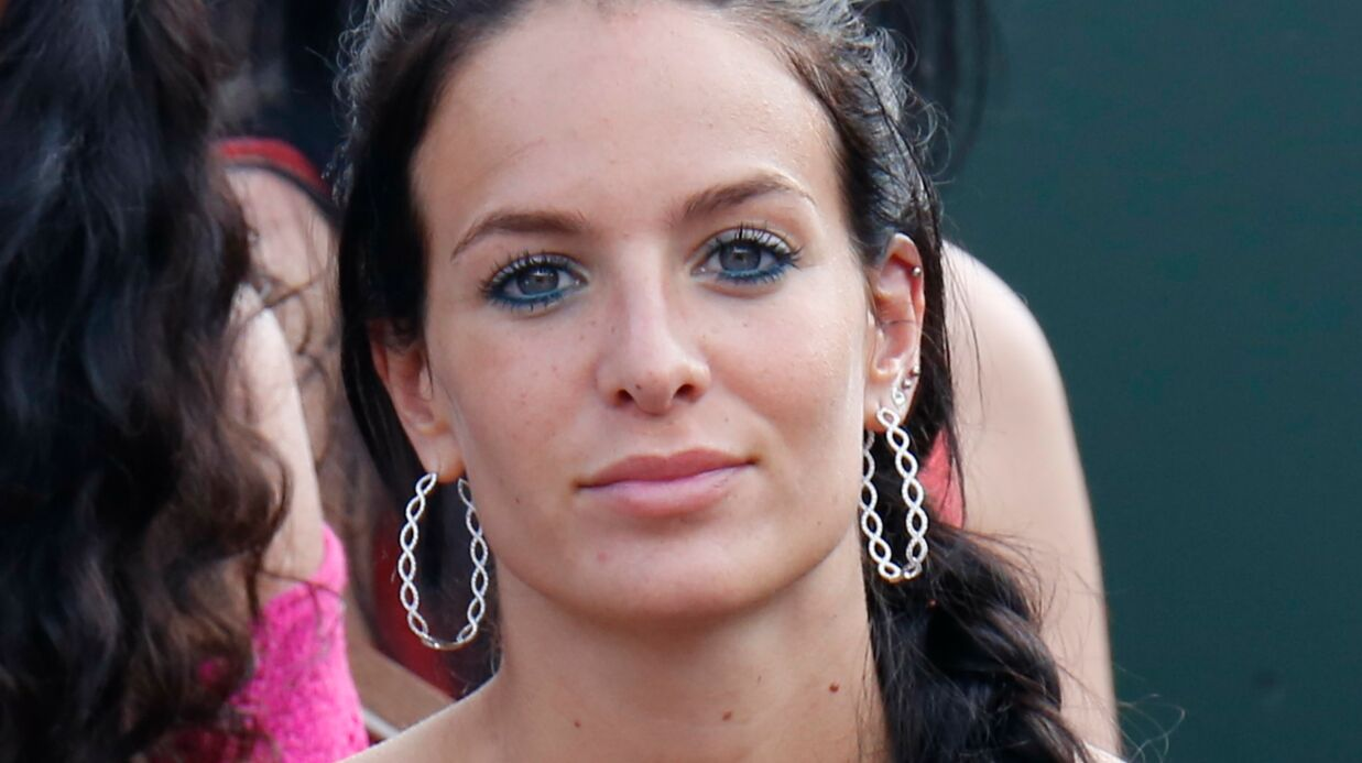 PHOTO Jade Lagardère affiche sa poitrine dans un soutien-gorge transparent