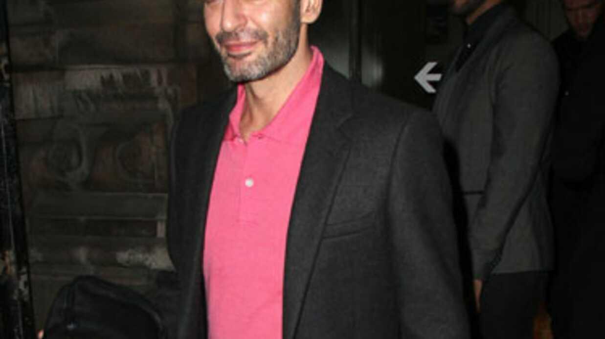 PHOTOS Marc Jacobs porte… une robe rose