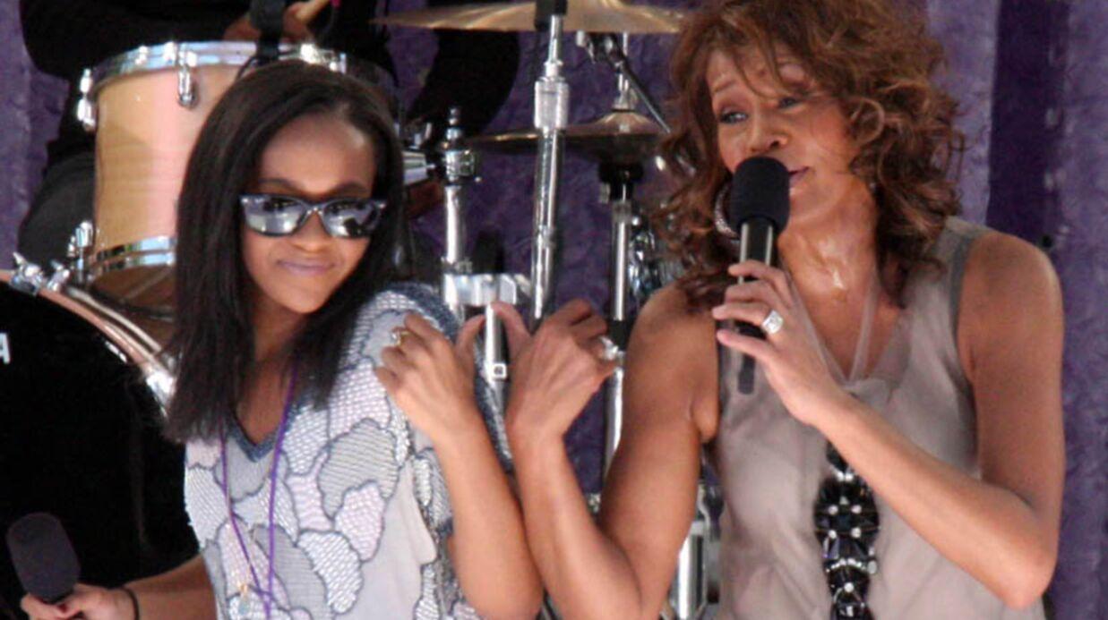 PHOTO Bobbi Kristina rend hommage à Whitney Houston avec un tatouage