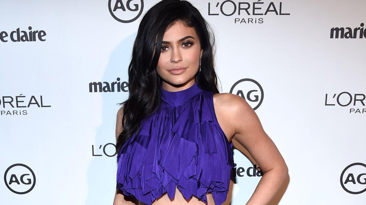 Kylie Jenner créé l'émeute à un bal de promo où elle accompagne un fan
