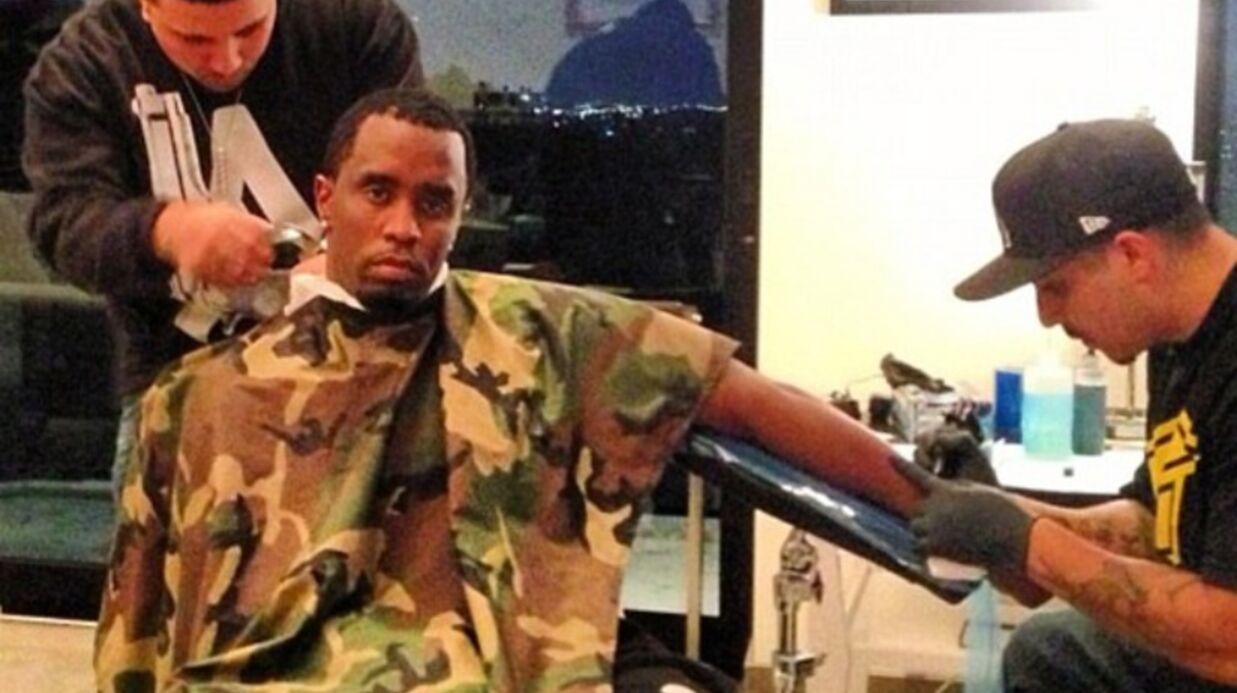 P. Diddy se fait tatouer et couper les cheveux en même temps