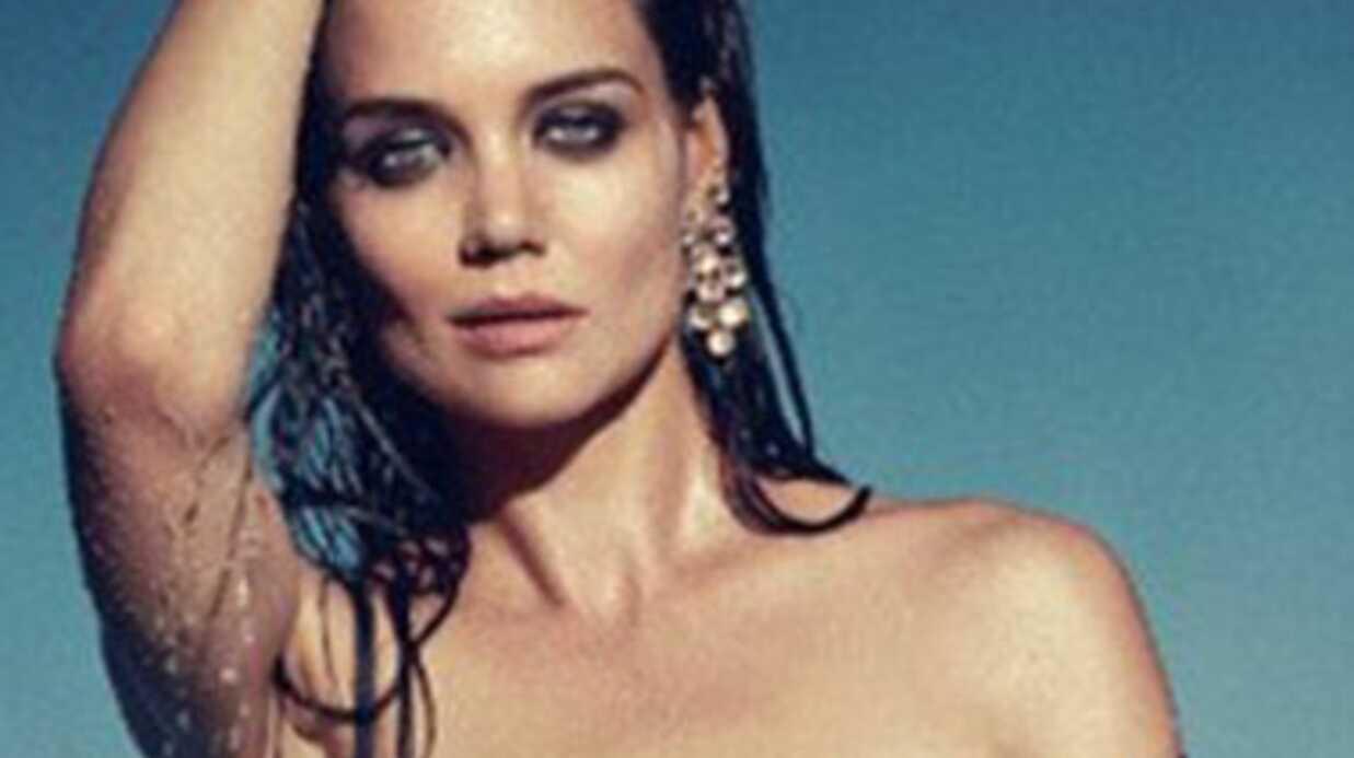 Katie Holmes pose topless pour une marque de bijoux