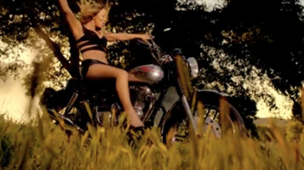 VIDEO Mariah Carey fait de la moto à moitié nue dans Beautiful, son dernier clip