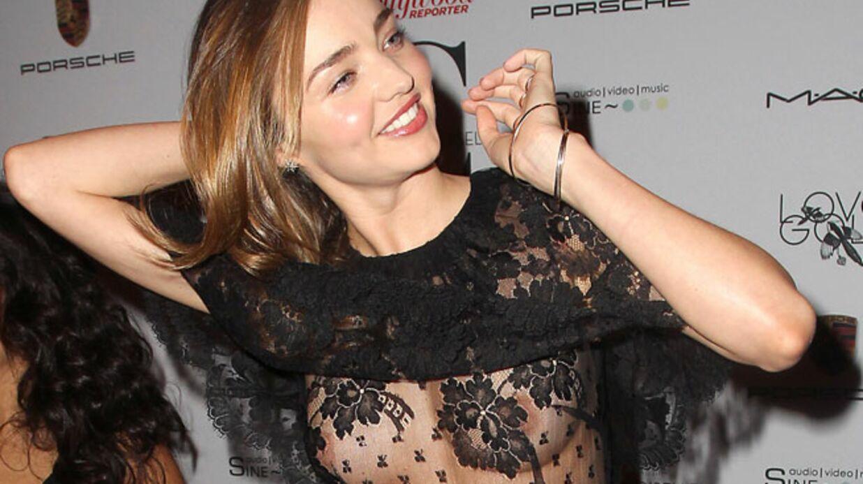 PHOTOS Miranda Kerr montre «par hasard» ses seins lors d'une avant-première