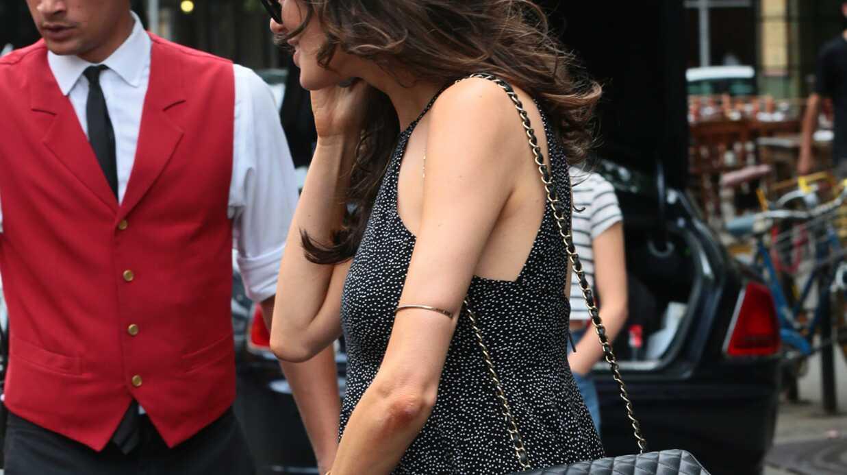 PHOTOS Piégée par le vent, le top Nicole Trunfio dévoile ses fesses