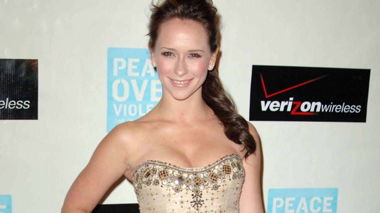 Jennifer Love Hewitt obligée de réduire ses seins