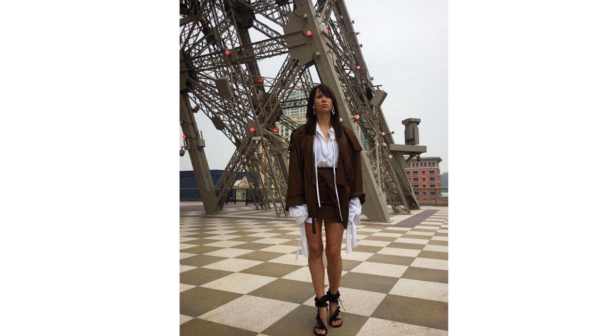 PHOTO Sophie Marceau dégaine la mini-jupe pour un shooting mode