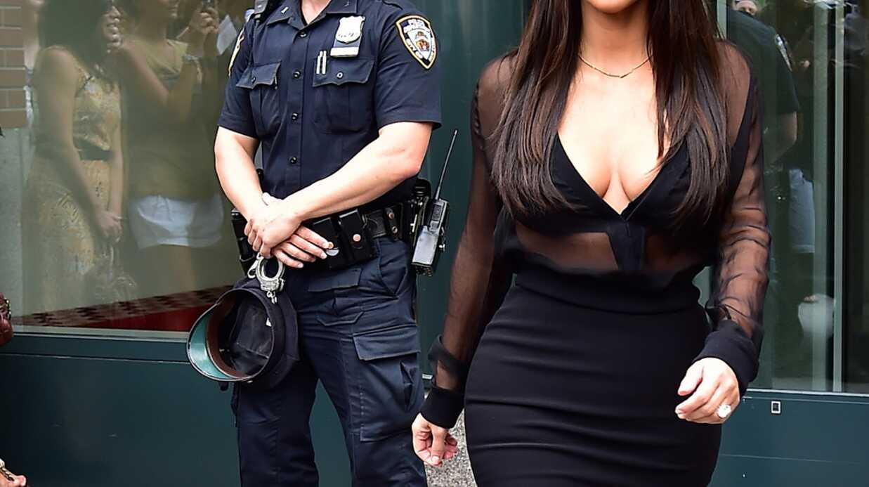 PHOTOS Kim Kardashian hypnotise un policier avec ses fesses