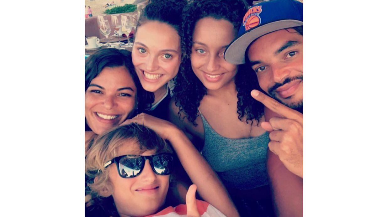 Yannick Noah ses cinq enfants se retrouvent et posent ensemble