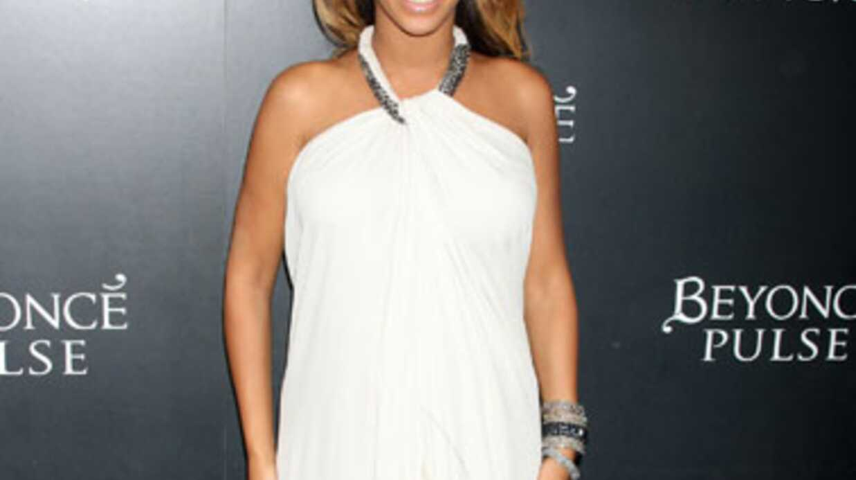 Beyoncé répond aux rumeurs: pas de faux ventre!