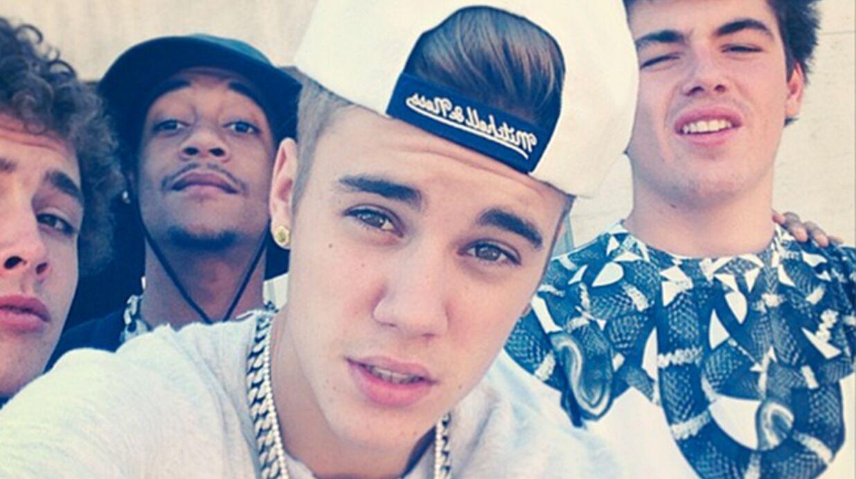 Justin Bieber et ses potes abusent de la fumette avant de prendre l'avion