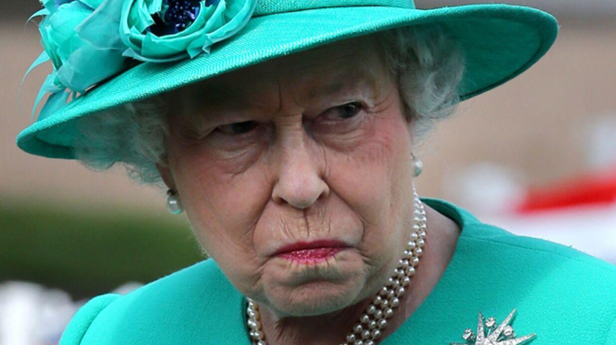 Elizabeth II agacée par les policiers pique-assiettes de Buckingham