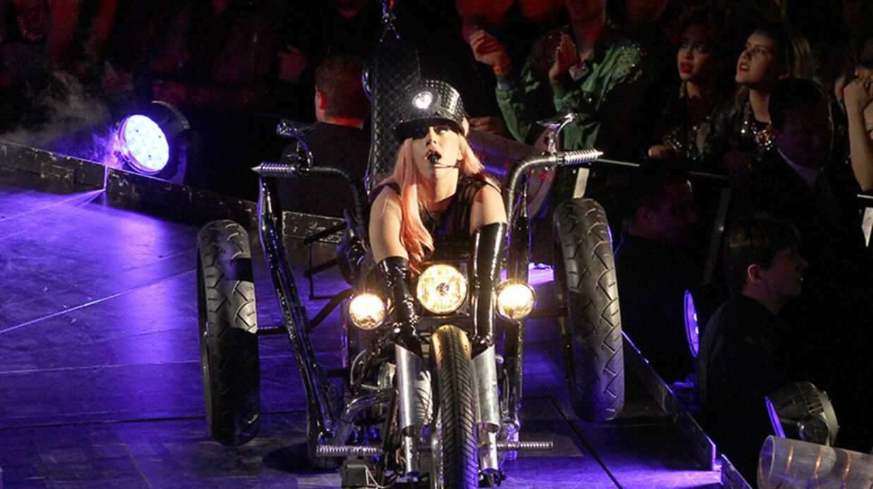 PHOTOS Lady Gaga: son pantalon en latex craque en plein concert