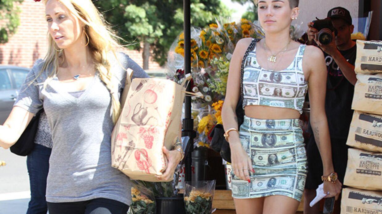 DIAPO Miley Cyrus a trouvé THE look anti-crise (et ça fait peur)