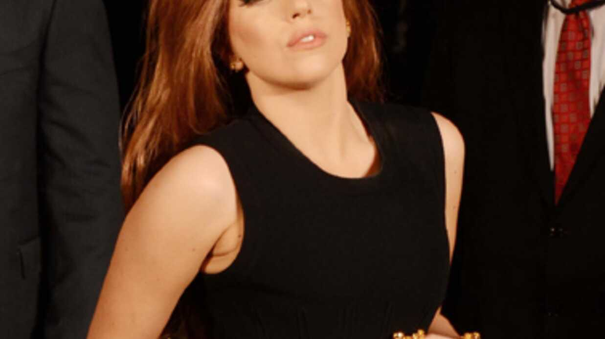 PHOTO Lady Gaga s'offre un fauteuil roulant en or