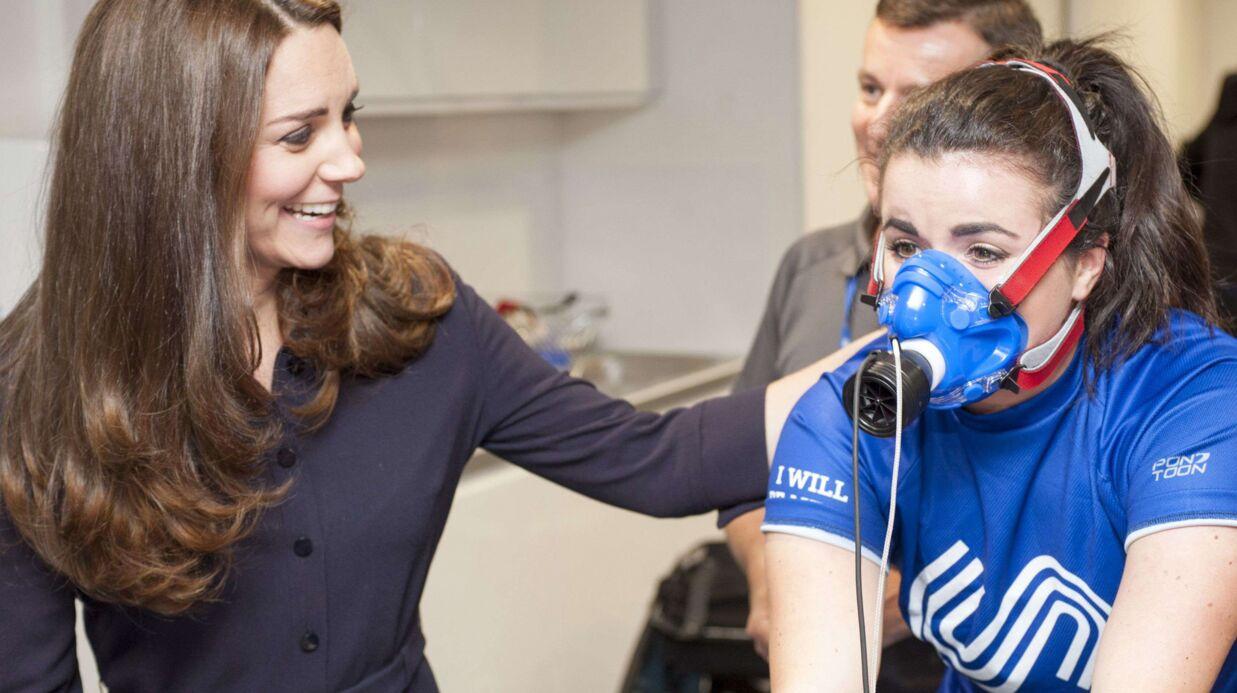 PHOTOS Kate Middleton: ses formes de future maman s'affichent de plus en plus