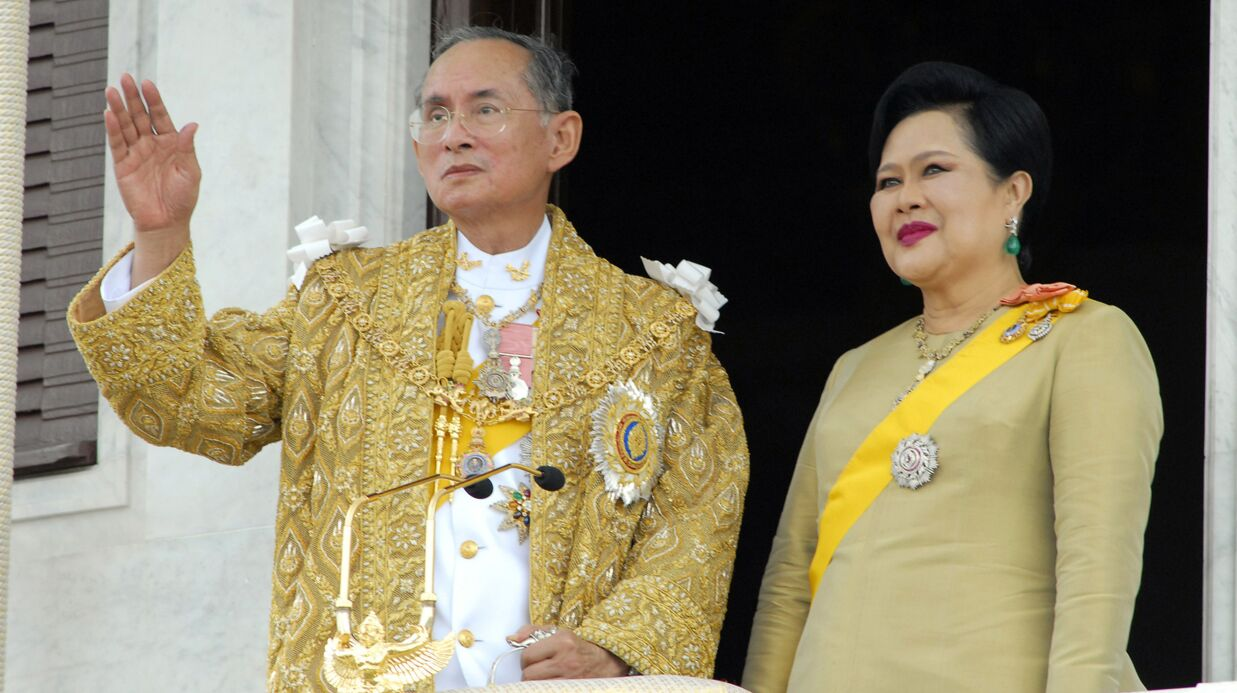 Mort du roi de Thaïlande à 88 ans: son fils qui doit lui succéder avait créé la polémique à cause de sa tenue