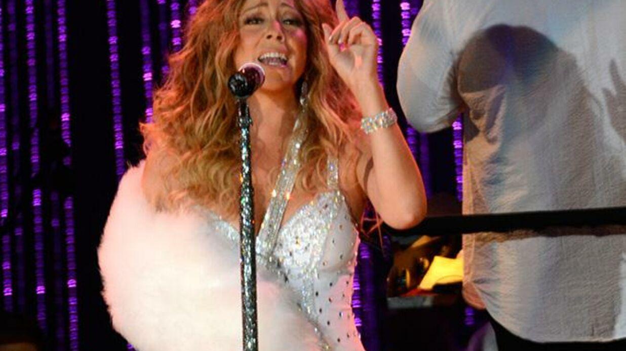 DIAPO Mariah Carey chante le bras dans un plâtre en fourrure